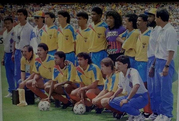 ecuador_1993_articulo_balon_central