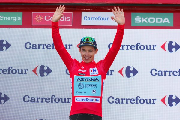 etapa5_lavuelta_ciclismo_superman_lopez_balon_central