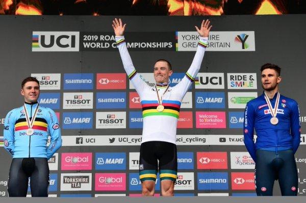 dennis_campeon_del_mundo_ciclismo_balon_central