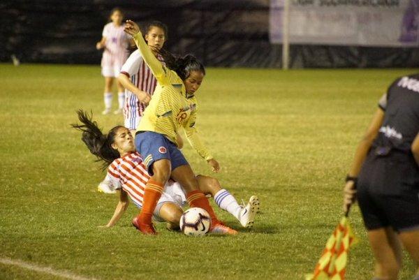 selección_colombia_femenina_sub_19_empate_paraguay_balon_central