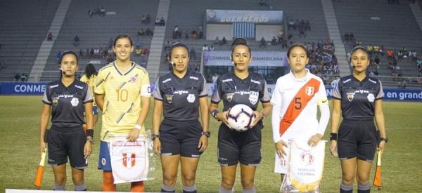 Seleccion_colombia_femenina_sub_19_golea_a_peru_balon_central