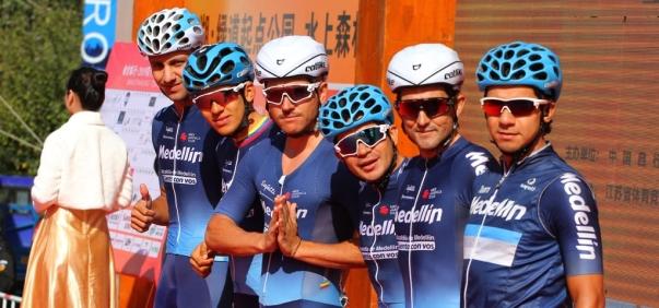 team_medellin_rodadores_ciclismo_balon_central