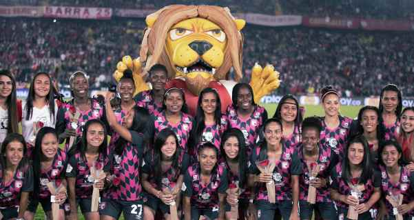 santafe_femenino_futbol_liga_2020_balon_central
