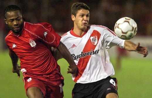 Jairo Castillo (L), of Colombia's Americ