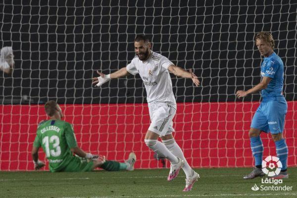 Real_Madrid_benzema_balon_central_2020