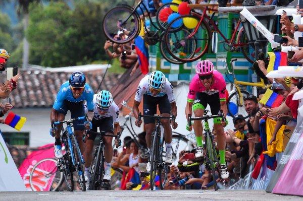 vuelo_para_europa_ciclistas_colombianos_ egan_nario_rigo_2020_balon_central