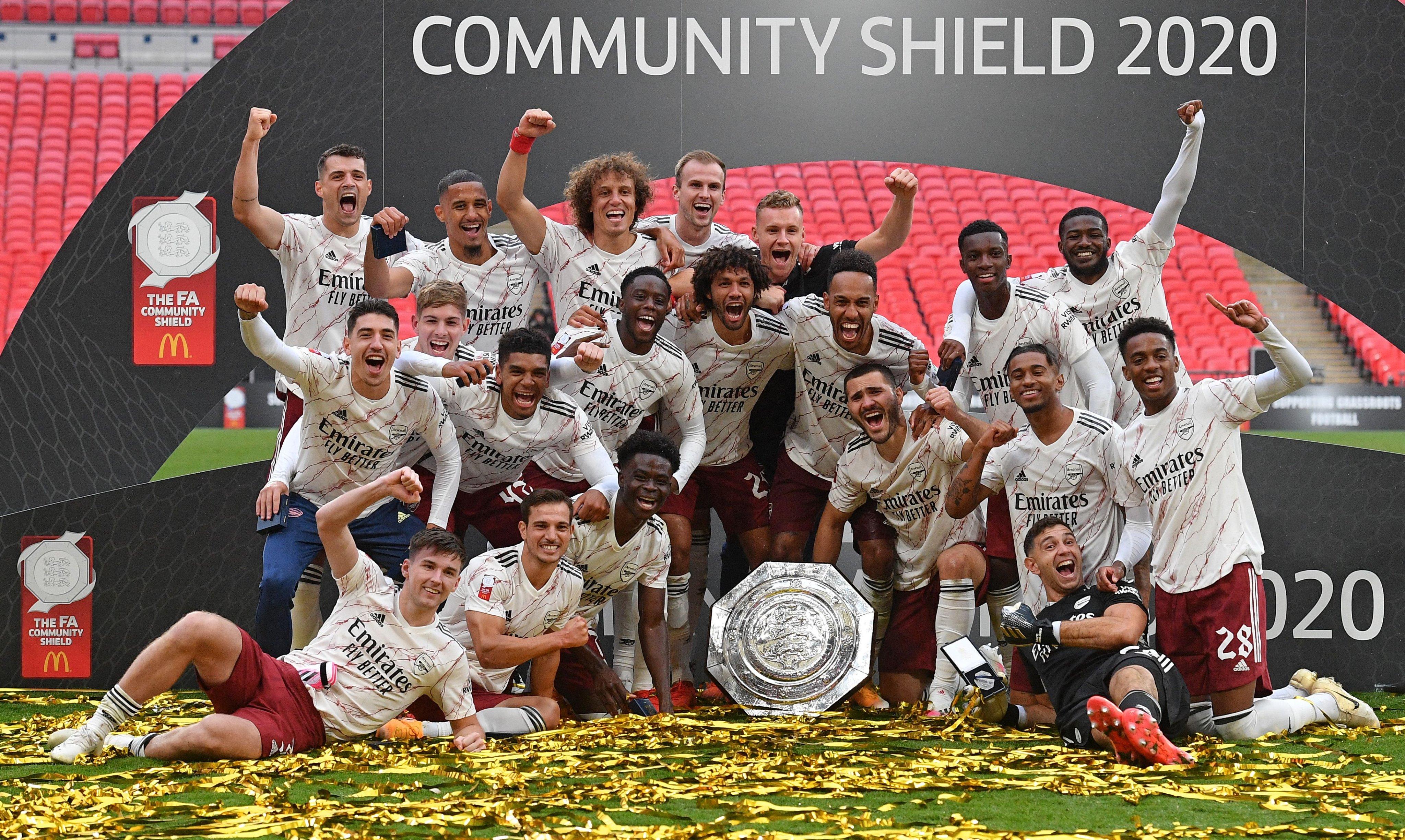 Arsenal _campeon_community_shield_2020_liverpool_balon_central
